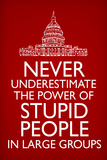 Never Underestimate Stupid People in Large Groups Plastic Sign Cartel de plástico