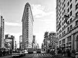 Black and White Photography Landscape of Flatiron Building and 5th Ave, Manhattan, NYC, US Fotografie-Druck von Philippe Hugonnard