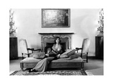 Claudia Cardinale in Her Villa Premium fotografisk trykk av Marisa Rastellini