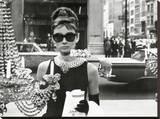 Audrey Hepburn-Window Bedruckte aufgespannte Leinwand