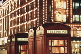 Lit Telephone Booth at Harrods, Knightsbridge, London, England Lámina fotográfica por Walter Bibikow