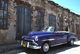 Classic 1953 Chevy Against Worn Stone Wall, Cojimar, Havana, Cuba Fotografie-Druck von Bill Bachmann