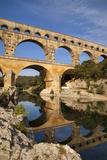 Roman Bridge and Aqueduct, Pont Du Gard, Languedoc-Roussillon, France Fotografisk trykk av Brian Jannsen