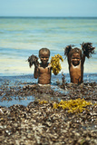Young Children Playing with Seaweed, Ifaty, Tulear, Madagascar Fotografisk tryk af Anthony Asael