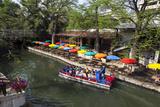 Boat Tours on the Riverwalk in Downtown San Antonio, Texas, USA Stampa fotografica di Chuck Haney