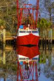 Red Shrimp Boat Docked in Harbor, Apalachicola, Florida, USA Fotografisk tryk af Joanne Wells
