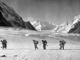 Four Hunza Porters on the Way Towards the Abruzzi Ridge for the Ascent of K2 Lámina fotográfica