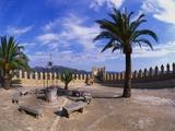 Church Courtyard, Arta, Mallorca, Spain Impressão fotográfica por Hans Peter Merten