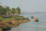 Transporting Rice Straw by Boat on the Hooghly River Impressão fotográfica por Bruno Morandi