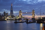 The Shard and Tower Bridge on the River Thames at Night, London, England, United Kingdom, Europe 写真プリント : スチュアート・ブラック