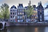 Old Gabled Houses Line the Keizersgracht Canal at Dusk, Amsterdam, Netherlands, Europe Fotografie-Druck von Amanda Hall
