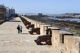 Portuguese Cannons Along the Ramparts, Essaouira, Atlantic Coast, Morocco, North Africa, Africa Lámina fotográfica por Stuart Black