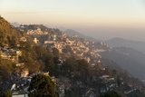 View South from Mussoorie in Evening Light on Foothills of Garwhal Himalaya Impressão fotográfica por Tony Waltham