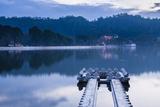 Kandy Lake and the Temple of the Sacred Tooth Relic (Sri Dalada Maligawa) at Night Reproduction photographique par Matthew Williams-Ellis