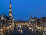 Grand Place Dusk, UNESCO World Heritage Site, Brussels, Belgium, Europe Reproduction photographique par Charles Bowman