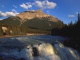 Athabasca Falls and Mount Kerkeslin, Jasper National Park, Alberta, Canada Impressão fotográfica por Hans Peter Merten