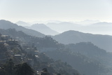 View South from Mussoorie over Morning Mist on Foothills of Garwhal Himalaya Impressão fotográfica por Tony Waltham