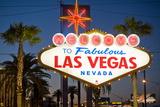Las Vegas Sign at Night, Nevada, United States of America, North America Lámina fotográfica por Ben Pipe
