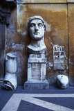 Incomplete Statue, Palace of the Conservatori, Rome, Italy Impressão fotográfica por Hans Peter Merten