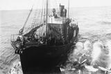 Whaling Ship in Antarctica Fotografie-Druck