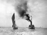 Boats on the River Thames Impressão fotográfica