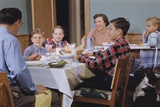 Family Eating at the Dinner Table Reproduction photographique par William P. Gottlieb