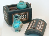 18th Dynasty Cosmetics Case with Two Ointment Vessels Lámina fotográfica