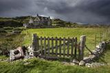 Abandoned Croft Beneath a Stormy Sky Fotografisk tryk af Lee Frost