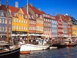Waterfront District, Nyhavn, Copenhagen, Denmark, Scandinavia, Europe Premium fotografisk trykk av Gavin Hellier