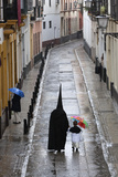 Penitents During Semana Santa (Holy Week) Along Rainy Street, Seville, Andalucia, Spain, Europe Fotografisk trykk av Stuart Black