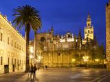 Seville Cathedral (Catedral) and the Giralda at Night Fotografisk tryk af Stuart Black