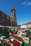 Saturday Market, Freiburg Cathedral, Freiburg, Baden-Wurttemberg, Germany, Europe Lámina fotográfica por Christian Kober