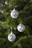 Mirrored Christmas Ornaments on Christmas Tree Stampa fotografica