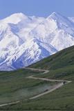 Road in Thorofare Pass Below Mt. Mckinley Reproduction photographique par Paul Souders