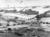 Allied Forces at a Beach in Normandy Fotografie-Druck