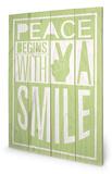 Peace Begins With A Smile Wood Sign Targa di legno di Sarah Winter