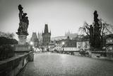 Charles Bridge, (Karluv Most), Prague, Czech Republic Fotografie-Druck von Jon Arnold