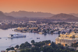 India, Rajasthan, Udaipur, Elevated View of Lake Pichola and Udaipur City Impressão fotográfica por Michele Falzone