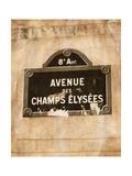 French Street I Giclée-Premiumdruck von Emily Navas