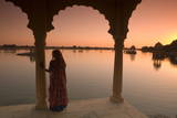 Woman in Traditional Dress, Jaisalmer, Western Rajasthan, India, Asia Reproduction photographique par Doug Pearson
