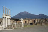 The Forum and Vesuvius Volcano, Pompeii, UNESCO World Heritage Site, Campania, Italy, Europe Impressão fotográfica por Angelo Cavalli