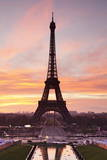 Eiffel Tower at Sunrise, Paris, Ile De France, France, Europe Stampa fotografica di Markus Lange
