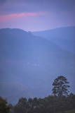 View over Mountains from Haputale in the Sri Lanka Hill Country Landscape at Sunrise Reproduction photographique par Matthew Williams-Ellis