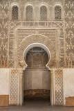 Traditional Decorative Plaster Carving in the Ben Youssef Medersa Impressão fotográfica por Martin Child