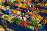 Fruit and Vegetable Market, Konya, Central Anatolia, Turkey, Asia Minor, Eurasia Lámina fotográfica por Bruno Morandi