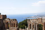 View over the Naxos Coast from the Greek Roman Theatre of Taormina, Sicily, Italy, Europe Fotografisk tryk af Oliviero Olivieri