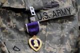 U.S. Army Soldier Wears the Purple Heart Medal Fotografie-Druck von Michael Reynolds
