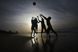 Palestinians Children Play Football at Al-Nusirat's Beach in Gaza Strip Impressão fotográfica por Ali Ali