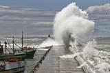 A Wave Breaks over Kalk Bay Harbour Wall in False Bay Fotografie-Druck von Nic Bothma