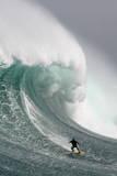 A Big Wave Surfer Fotografie-Druck von Nic Bothma